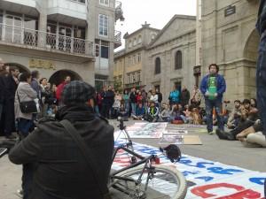 Unhas 200 persoas participaron na sentada de Lugo